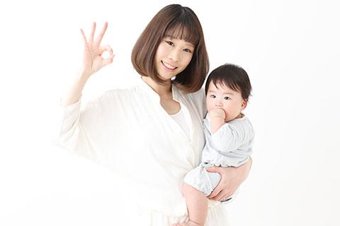赤ちゃんを抱っこしている女性テキスト